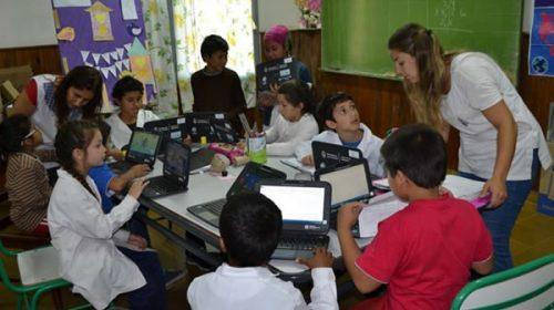 Escuelas rurales de Concordia recibieron equipos para aulas digitales móviles