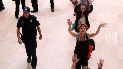Susan Sarandon fue detenida en Washington tras protestar contra Donald Trump