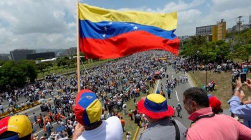 El Gobierno crea un programa para facilitar el ingreso de venezolanos al país