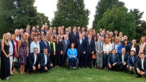 Macri reúne a diputados y senadores en Olivos